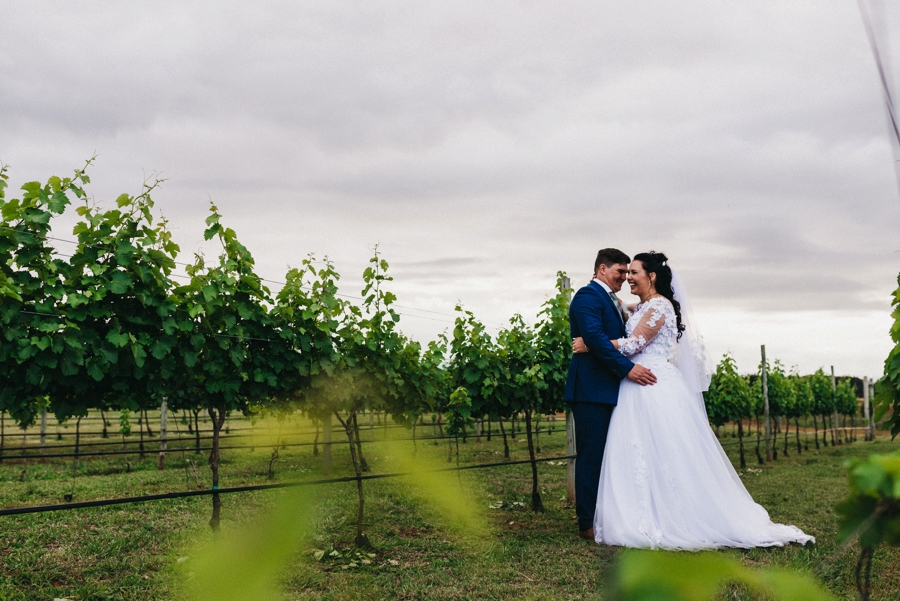 Kate Martens Photography_Carmen&Vernon,Cathederal Peak Wine Estate_0065